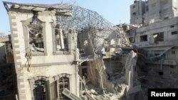 28일 시리아 정부군의 공격으로 폐허가 된 홈스 지역 .