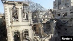 11月28日,霍姆斯的一座历史悠久的建筑被空袭摧毁