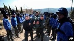 Amona, que se ha convertido en un símbolo de desafío para los colonos israelíes, es el más grande de los aproximadamente 100 asentamientos levantados en Cisjordania sin autorización formal pero con el apoyo tácito del gobierno israelí.