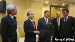 台湾立法院长王金平(左二)率立委李鸿钧(右一)和邱文彦(左一)访洛