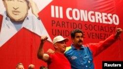 El ex jefe de la inteligencia militar venezolana, Hugo Carvajal (izquierda), es sospechoso de narcotráfico.