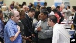 Περισσότερες οι νέες αιτήσεις για επίδομα ανεργίας