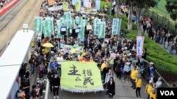 香港民間人權陣線發起元旦遊行,大會表示超過9千人參與。(美國之音湯惠芸攝)