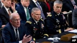 Директор Национальной разведки Дэн Коутс (слева) и руководители Агентства военной разведки и Агентства национальной безопасности