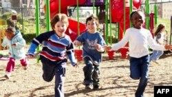 Deca na igralištu organizacije KaBum u Vašingtonu