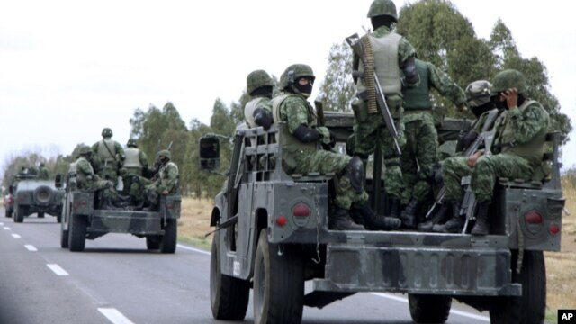 La persecución se habría originado después de que un convoy del ejército que estaba de patrulla fue atacado por los pistoleros.