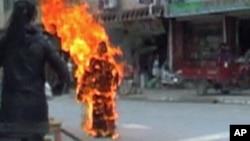Một trong các vụ tự thiêu của người Tây Tạng để phản đối Trung Quốc. Trung Quốc nhiều lần lên án các vụ tự thiêu và coi tự thiêu như hành động khủng bố