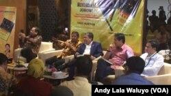Sekjen DPP Partai Golkar Idrus Marham (tengah), berbicara dalam sebuah acara di Jakarta, kamis 31 Agustus 2017.