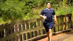Latihan jasmani yang keras, seperti berlari, kemungkinan adalah salah satu kunci untuk usia panjang dan lebih bermanfaat daripada kegiatan ringan.