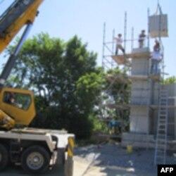 Завершення інсталяції гранітних блоків. Червень 2011-го року.