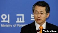 조태영 한국 외교부 대변인이 9일 외교부에서 정례브리핑을 하고 있다.