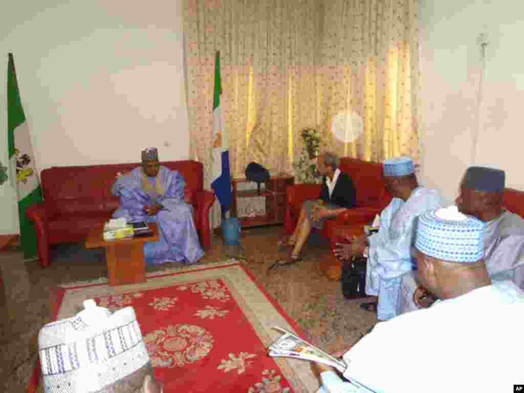 Governor Kashim Shettima, Gwen Dillard (VOA), chief of staff Abubakar Kyari, information commissioner Inuwa Bwala and the newly appointed General Manager of the Borno State Radio and Television Corporation, Usman Chiroma.
