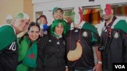 Los mexicanos llegaron a Johannesburgo para compartir sus colores de campeones.