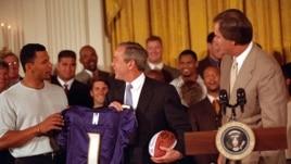 TT George W.Bush tiếp đội Baltimore Ravens tại Tòa Bạch Ốc