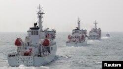 Tàu tuần tra của cảnh sát biển Đài Loan trong một cuộc diễn tập ngoài khơi khoảng 30 hải lý về phía tây bắc cảng Cao Hùng, miền nam Đài Loan.