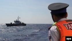 16일 베트남 북부 항구도시 하이퐁 인근의 박롱비 섬 남서쪽 해상에서 추락한 전투기 수색에 나섰던 군용기가 실종됐다. 사진은 베트남 해안경비정. (자료사진)