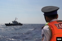 FILE - A picture made available 16 May 2014 shows a Vietnamese coast guard officer looking at a Vietnamese coast guard vessel in the South China Sea, off shore Vietnam, 14 May 2014.