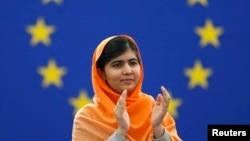 馬拉拉爭取婦女接受教育,曾險些被塔利班槍殺。