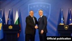 Tổng thống Kosovo Hashim Thaçi (phải) tiếp Thủ tướng Bulgaria Boyko Borissov (trái), tại Prishtina, ngày16/4/2018.