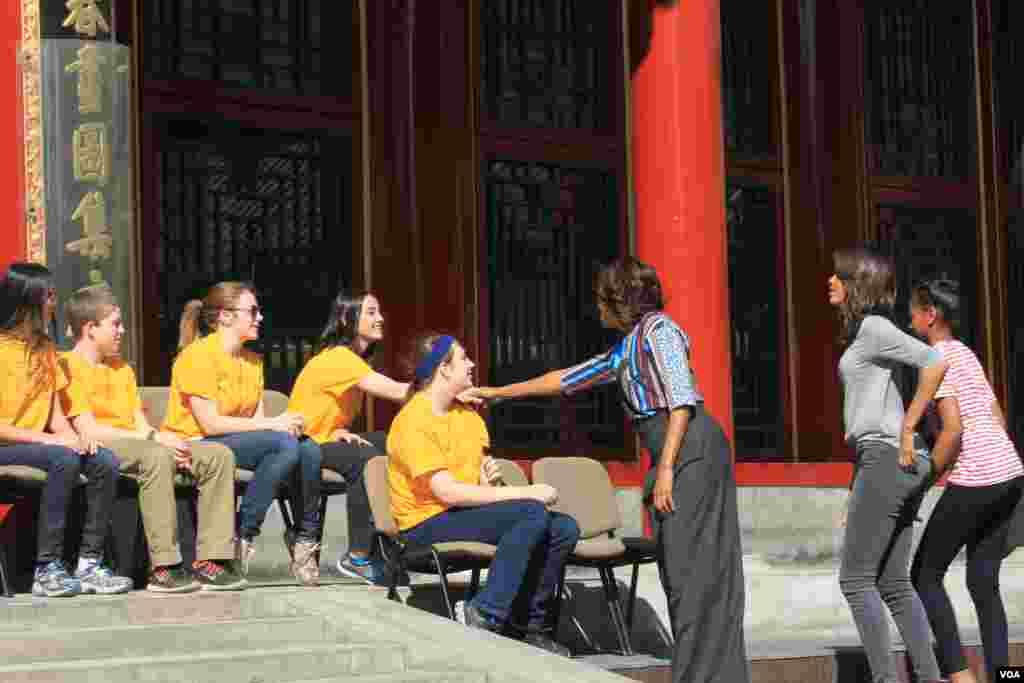 美国第一夫人米歇尔北大演讲并会见留学生 (美国之音东方拍摄) 3