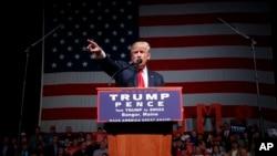 美国共和党总统候选人唐纳德·川普在缅因州的一个竞选集会上讲话(20161016))