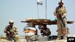 2015年5月24日伊拉克政府軍在巴格達以南約50公里處哨口。