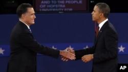 Presiden Obama (kanan) dan Mitt Romney akan kembali berhadapan dalam debat ketiga Senin malam (22/10) waktu setempat.