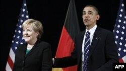 'Angela Merkel Dişlerini Gösterdi'