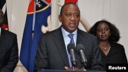 """Presiden Kenya Uhuru Kenyatta mengumumkan bahwa para teroris di Nairobi telah berhasil """"dipermalukan dan dikalahkan"""" (24/9)."""