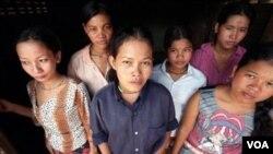 Beberapa perempuan Kamboja yang menjadi korban perdagangan manusia.
