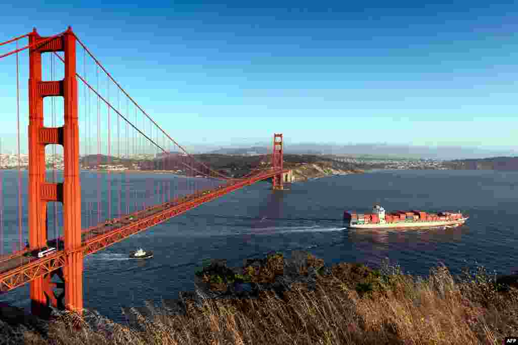 The Golden Gate Bridge in San Francisco, California (Carol M. Highsmith, Library of Congress Collection)