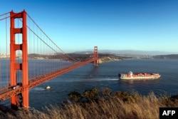 Cầu Cổng Vàng ở San Francisco. (Ảnh: Carol M. Highsmith, Bộ sưu tập Thư viện Quốc hội).)