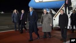 星期二,美国国务卿克里抵达莫斯科的伏努科沃机场。