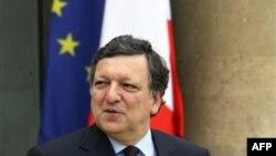 Chủ tịch Ủy hội châu Âu Jose Manuel Barroso nói rằng ông sẽ đặt vấn đề với Thủ tướng Viktor Orban của Hungary về luật báo chí mới