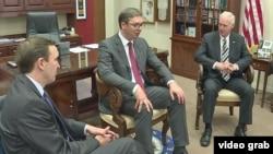 Predsednik Srbije Aleksandar u razgovoru sa senatorima Krisom Marfijel (levo) i Ronom Džonsonom