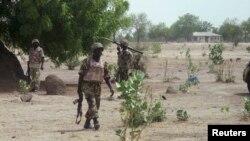 Sojoji a Jihar Borno suna bi gida gida