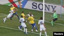 Durante la final de la Copa Confederaciones 2009 entre Brasil y Estados Unidos, un gol de