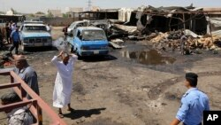 Hiện trường vụ đánh bom xe gần một ngôi chợ đông đúc ở đông bắc Baghdad, Iraq, 12/7/2016.