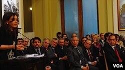 Fernández utilizó la cadena nacional para presentar un informe de 300 páginas sobre el supuesto complot de Clarín y La Nación para comprar la fábrica Papel Prensa.