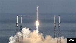 Percobaan penerbangan oleh SpaceX di Cape Canaveral pada bulan Juni. SpaceX akan meluncurkan kapsul Dragon untuk membawa perbekalan ke Stasiun Antariksa Internasional.