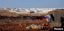 រូបភាពឯកសារ៖ នេះជាទិដ្ឋាភាពទូទៅនៃជំរំជនភៀសខ្លួននៅក្បែរភូមិ Atimah ខេត្ត Idlib ប្រទេសស៊ីរី កាលពីថ្ងៃទី១១ ខែកញ្ញា ឆ្នាំ២០១៨។