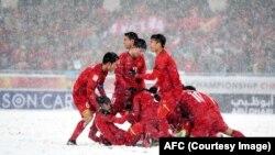 Các cầu thủ Việt Nam ăn mừng bàn thắng gỡ hòa trong trận gặp Uzbekistan hôm 27/1.