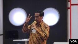 Calon presiden dari PDI-Perjuangan, Joko Widodo, dalam debat presiden ke tiga, Minggu (22/6). (VOA/Fathiyah Wardah)
