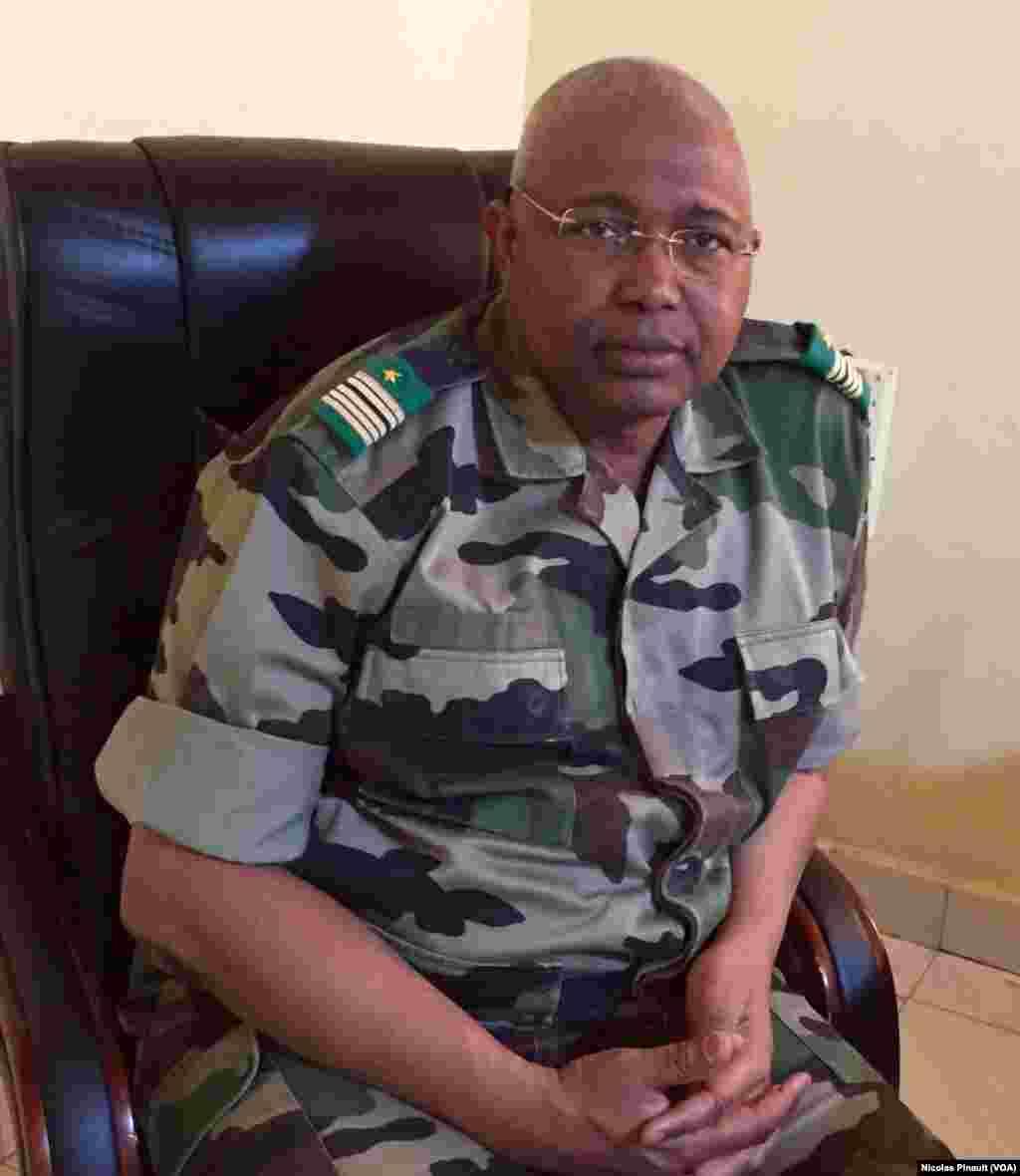 Colonel major Abdou Sidikou Issa, chef d'état-major adjoint de l'armée de terre à Diffa, le 1er mars 2016. (VOA/Nicolas Pinault)