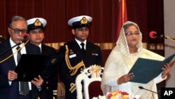 Bà Sheikh Hasina tuyên thệ nhậm chức thủ tướng Bangladesh tại Dhaka, ngày 12/1/2013.