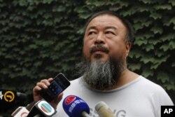 中国知名异议艺术家艾未未(2012年7月20日)