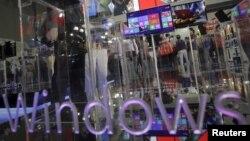 El gigante del software Microsoft busca lanzar su propia operacion de noticias, separándose de la NBC News con quien había mantenido el portal MSNBC.com.
