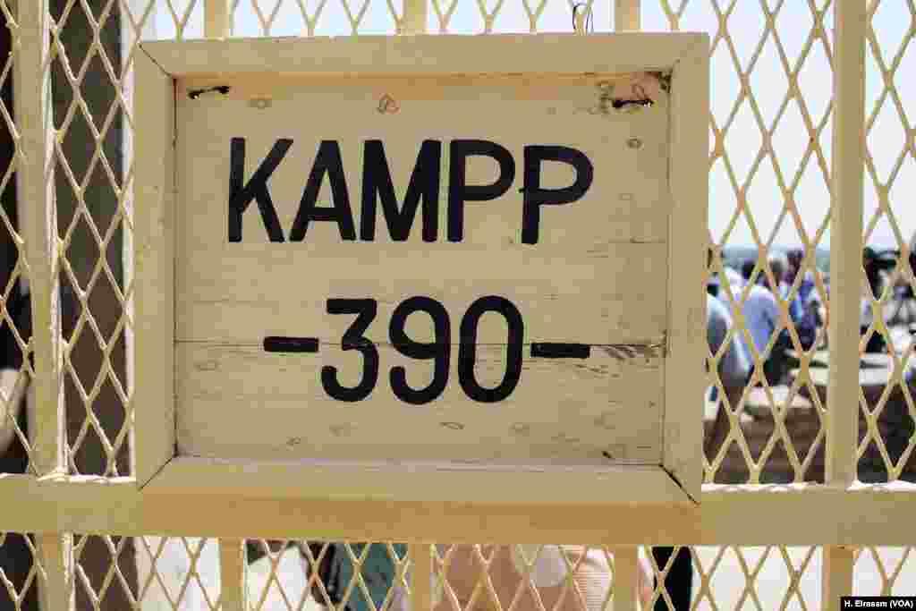 Pintu masuk makam Kerajaan Tengah lainnya nomor (KAMPP 150), di Luxor, Mesir, 9 September 2017