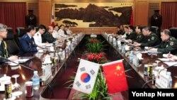 지난 6월 정승조 한국 합참의장과 팡펑후이 중국군 총참모장은 베이징 '8·1청사'에서 한·중 군사회담을 가지고 양국의 군사분야 협력 강화 방안을 논의했다. (자료사진)