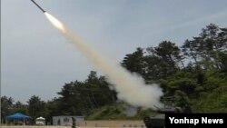 한국 방위사업청은 27일 기존에 배치된 '비호' 자주 대공포와 휴대용 방공무기인 '신궁'을 결합한 30mm 복합대공화기 개발을 끝냈다고 밝혔다. 방위사업청 제공.